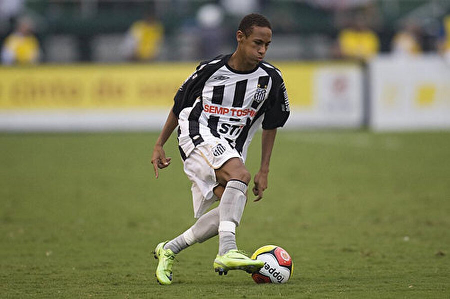 2009-2013 yılları arasında Brezilya ekibinin forması giyen Neymar çıktığı 103 maçta 54 gol kaydetti.