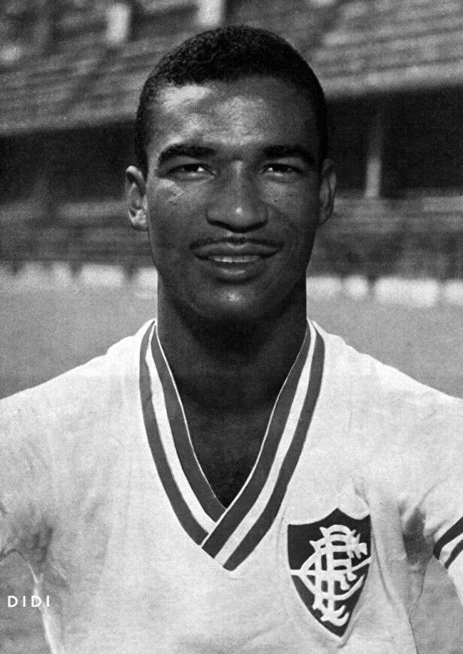 Sırasıyla; Americano, Lençoense, Madureira, Fluminense ve Botafogo formaları giyen Didi'nin milli takım serüveni ise 1952'de başladı. 1954, 1958 ve 1962 Dünya Kupaları'nda Didi Brezilya Milli Takımı forması giydi. 1958 ve 1962 yıllarında Sambacılar kupaların sahibi oldu.
