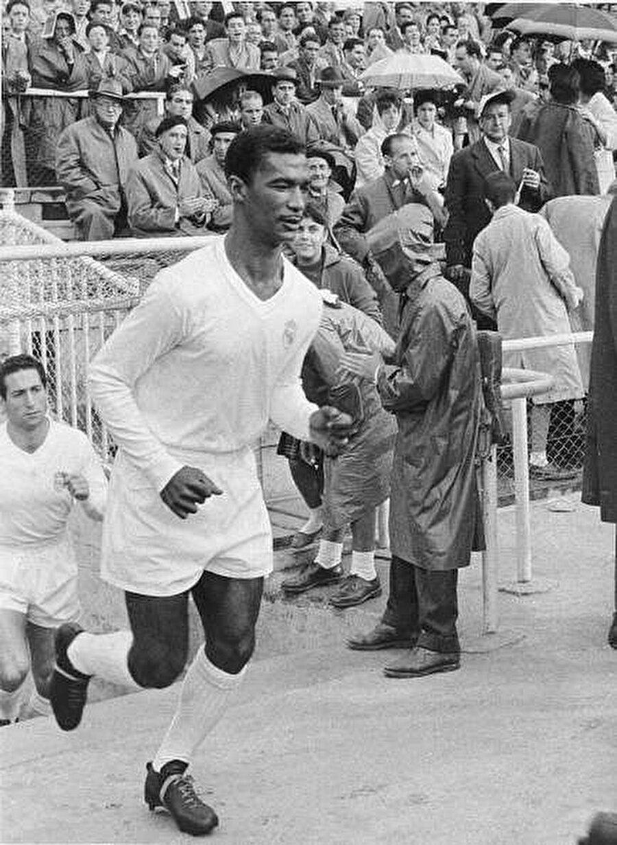 Attığı frikiklerle rakiplerin korkulu rüyası olan Didi, 1958 Dünya Kupası'yla birlikte Avrupalıların da dikkatini çekti. Didi, 1959'da Real Madrid'e transfer oldu. Ancak yıldız futbolcunun Avrupa macerası kısa sürdü. Real Madrid'de mutsuz olduğunu belirten Didi, 1960 yılında Botofogo'ya transfer oldu.