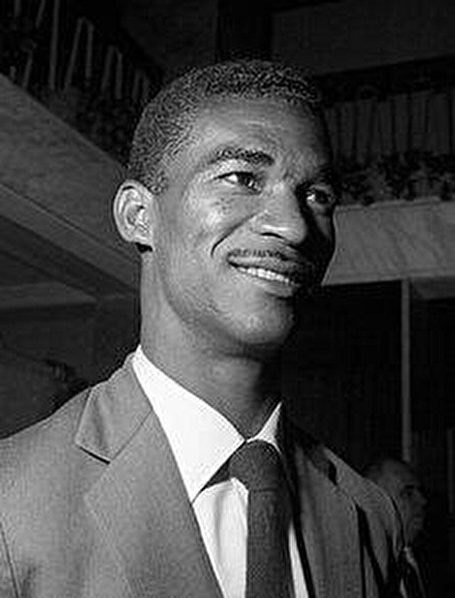 Futbolculuk kariyerinin ardından teknik direktörlüğe adım atan Didi'nin yolu 1972'de Fenerbahçe ile kesişti. Efsane futbol adamı 1972-1975 yılları arasında Fenerbahçe'yi çalıştırdı.