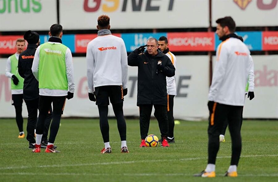 GALATASARAY                                                                           Sarı-kırmızılılarda birçok takım gibi hazırlıklarını Antalya'da tamamladı. Fatih Terim'le yeni bir başlangıca hazırlanan Galatasaray'da iki oyuncu Antalya kampına götürülmedi.