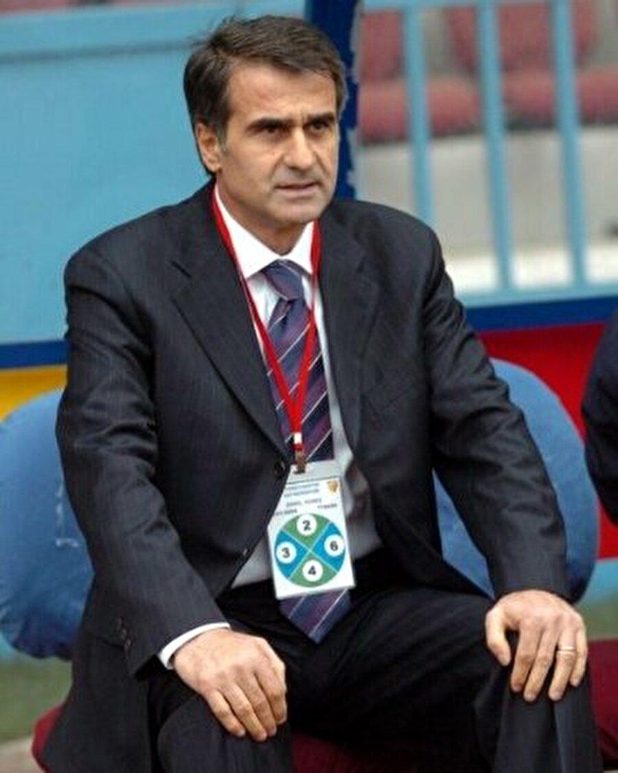 2004'te milli takımla yolları ayrılan Şenol Güneş 2005'te Trabzonspor'un başına geçti.
