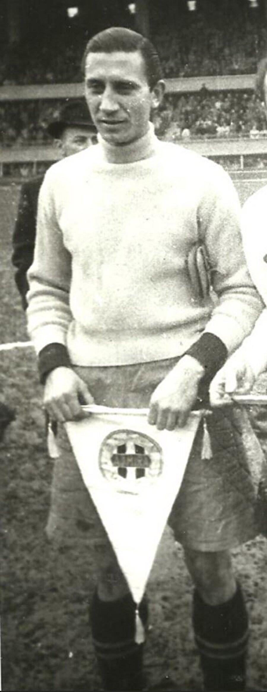 Cihat Arman, 16 Temmuz 1915 tarihinde İstanbul'da dünyaya geldi. Galatasaray Lisesi'nde okuyan Cihat Arman babasının işleri nedeniyle ailesiyle birlikte Ankara'ya yerleşti. Cihat Arman, 15 yaşındayken Gençlerbirliği forması altında futbola başladı. Cihat Arman, 1936 yılında İstanbul Güneş Spor'a transfer oldu. 1939 yılında Güneş Spor kapanınca Arman, Fenerbahçe'ye transfer oldu.