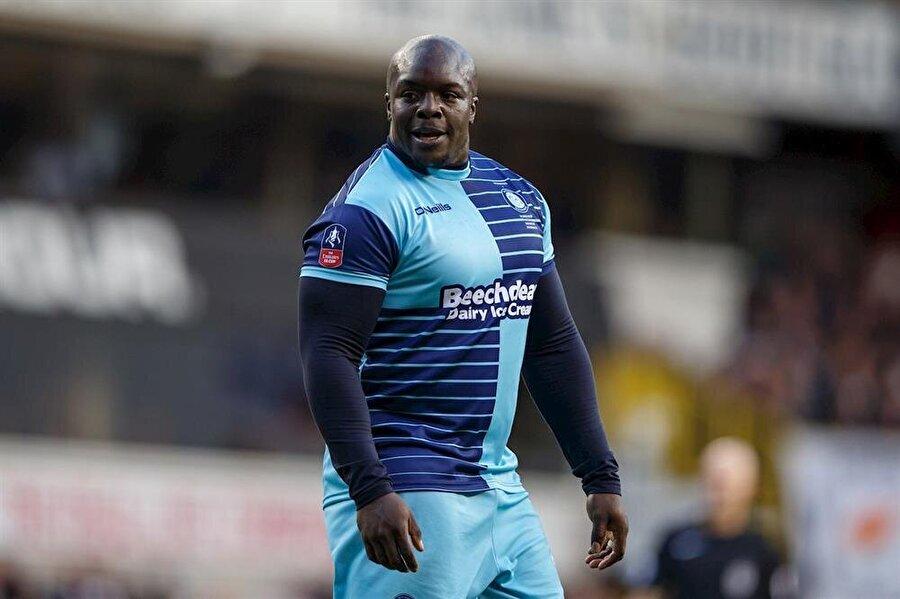 Ağır oluşu sebebiyle eleştirilen bir o kadar da ilgi çeken 35 yaşındaki forvet oyuncusu, bu sezon çıktığı 25 resmi maçta 21 gole katkı yaptı.