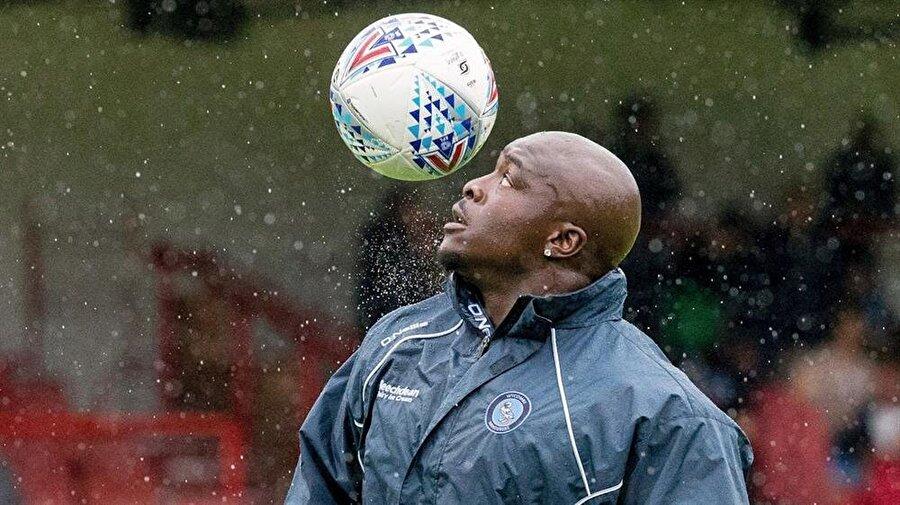 Kariyerine Watford'un 18 yaş kategorisinde başlayan 35 yaşındaki Adebayo, ufak bir Kolombiya deneyimi dışında İngiltere'nin dışında forma giymezken, Premier Lig'de de hiç forma şansı yakalayamadı. Kariyeri boyunca oldukça fazla kulüp değiştiren bu koca adam, genellikle İngiltere'nin alt liglerinde forma giydi.