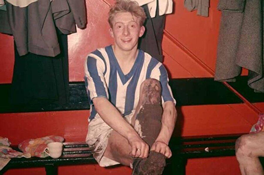1960-1961 sezonunda yetenekli golcü Manchester City'ye transfer oldu. Bu transfer İngiliz futbol tarihinde önemli bir yere sahip. Çünkü City, Denis Law için 55 bin pound ödeme yaptı. Bu da o yıllar için bir futbolcuya ödenebilecek en yüksek rakamdı.