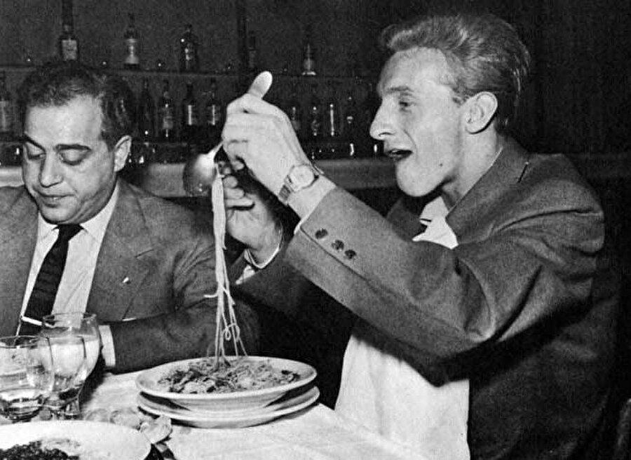 Attığı goller ve mücadeleci yapısıyla dikkat çeken Law, İtalyan ekibi Torino'nun dikkatini çekti. İskoç futbolcu 1961-192 sezonunda Torino forması giydi. Ancak Law, bu süre zarfında İngiltere'yi çok özledi.