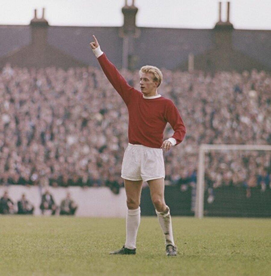 1962 yılında Denis Law için büyük bir kapı açıldı. İskoç futbolcu, Kırmızı Şeytanlar ile sözleşme imzaladı.