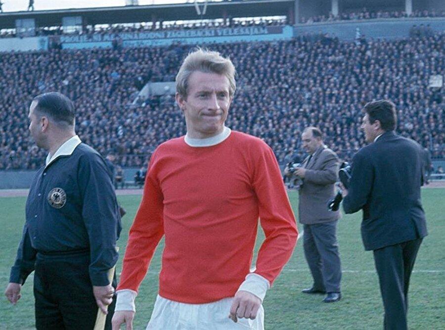 Oynadığı futbolla Manchester United'lı taraftarların gönlünde taht kuran Law kısa sürede 'Kral' lakabının sahibi oldu.