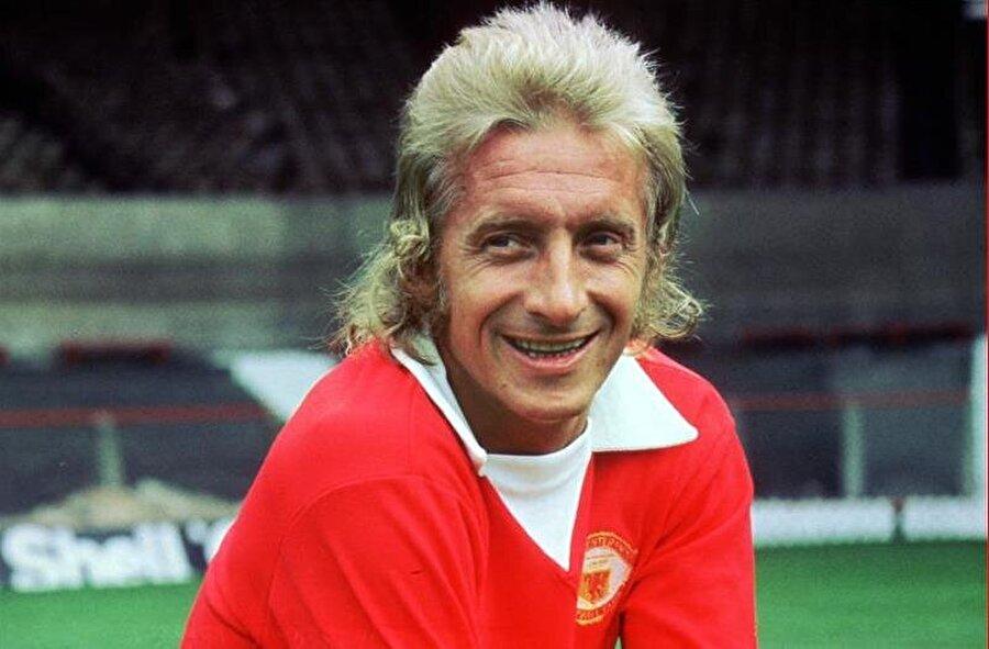 Manchester United ile sayısız kupa kaldıran Law, çok sevdiği Kırmızı Şeytanlara 1 Temmuz 1973'te veda etti.