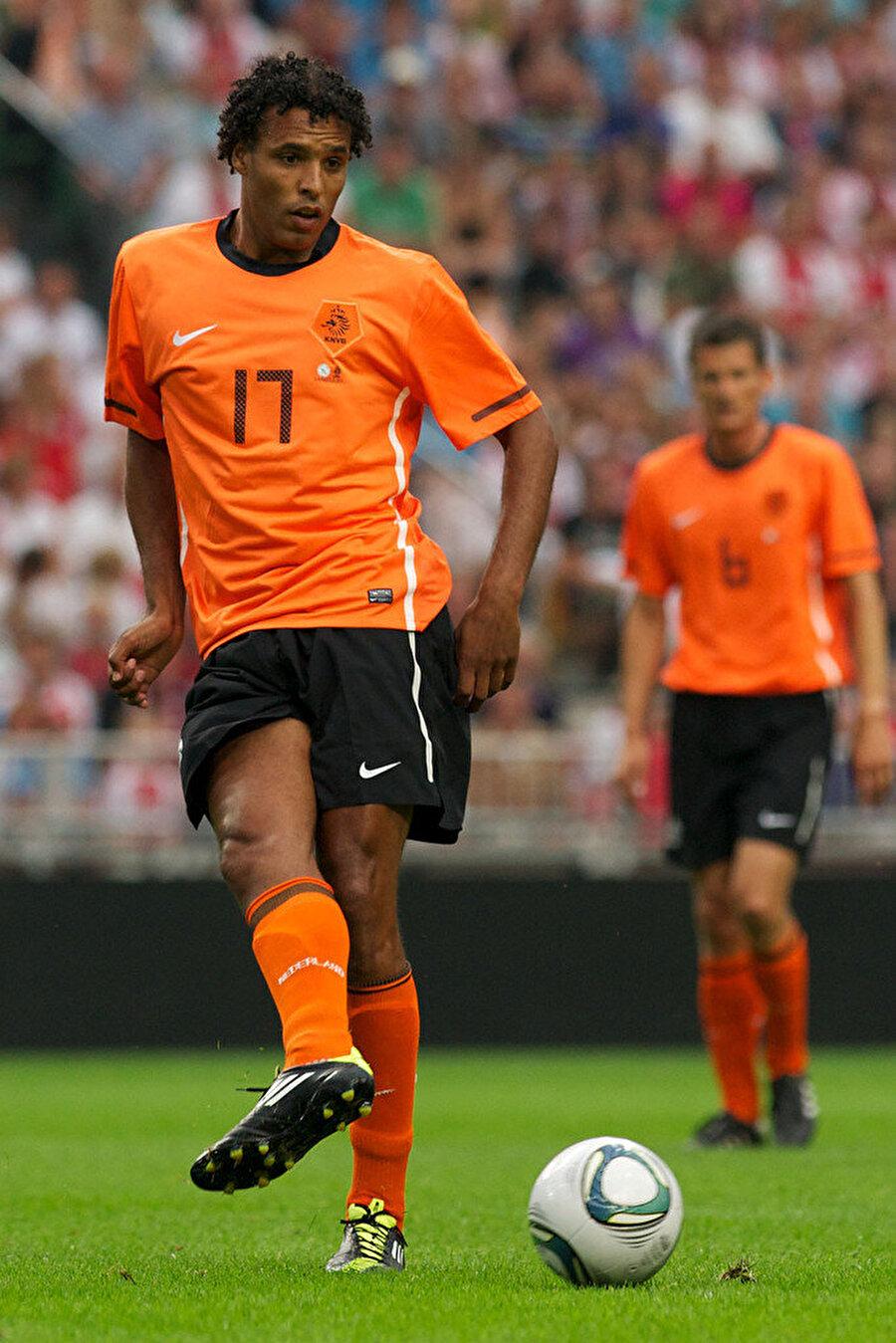 Hollanda Milli Takımı'nın da önemli isimleri arasında yer alan Hooijdonk, 2001'de Feyenoord'a imza attı.