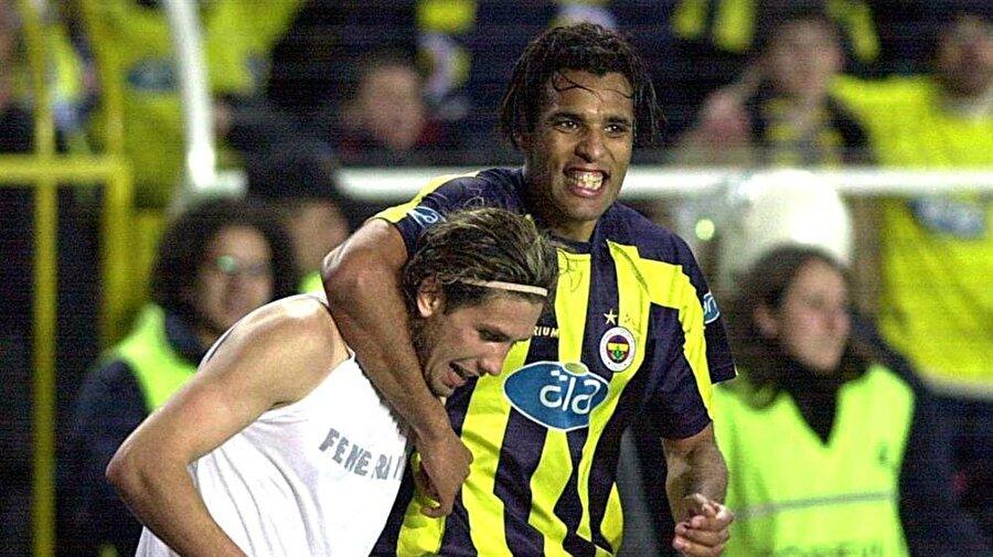 Hooijdonk, kısa sürede takıma uyum sağladı ve attığı gollerle taraftarların gönlünde taht kurmaya başladı.
