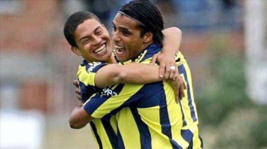 2004-2005 sezonunda da Fenerbahçeli taraftarlar Hollandalı 'Pierre' lerinden benzer bir başarıyı bekliyordu. Ancak olmadı...