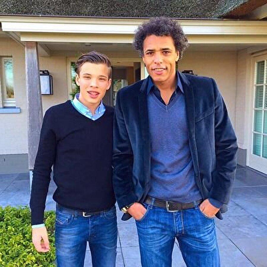 Şimdilerde futbol yorumculuğu yapan Pierre van Hooijdonk'un oğlu Sydney ise NAC Breda forması giyiyor.