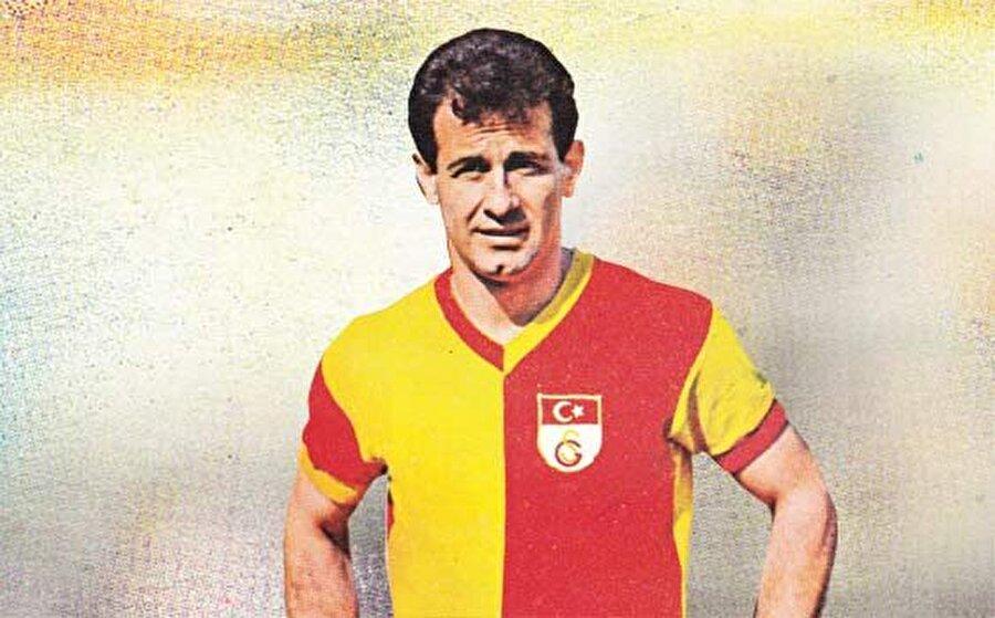 Metin Oktay                                                                                                                Galatasaray'ın Taçsız Kralı Metin Oktay, 1955-1961 yılları arasında sarı-kırmızılı formayı giydikten sonra Palermo'ya transfer oldu.Yalnızca bir sezon İtalya'da kalan Metin Oktay yeniden Galatasaray'a döndü.