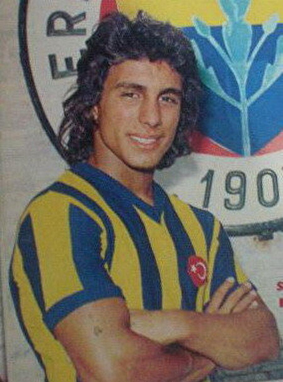 Engin Verel                                                                                                                1973-1975 yılları arasında Galatasaray forması giyen Engin Verel ardından Fenerbahçe'ye transfer oldu. 1979 yılında Engin Verel, Almanya'nın Hertha Berlin takımına imza attı. 1980'de ise Verel, Belçika'nın Anderlecht takımına geçti. 1981-1983 yıllarında Lille forması giyen Engin Verel 1983'te Fenerbahçe'ye döndü.