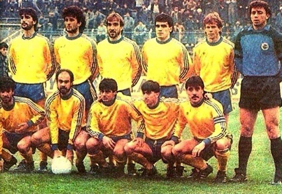 Hasan Kemal Özdemir, 9 Şubat 1964'te Sinop'ta dünyaya geldi. Küçük yaşta futbol yeteneği ve zekasıyla dikkatleri üzerine çeken Hasan Özdemir, 1980-1982 yılları arasında Fenerbahçe altyapısında top koşturdu.