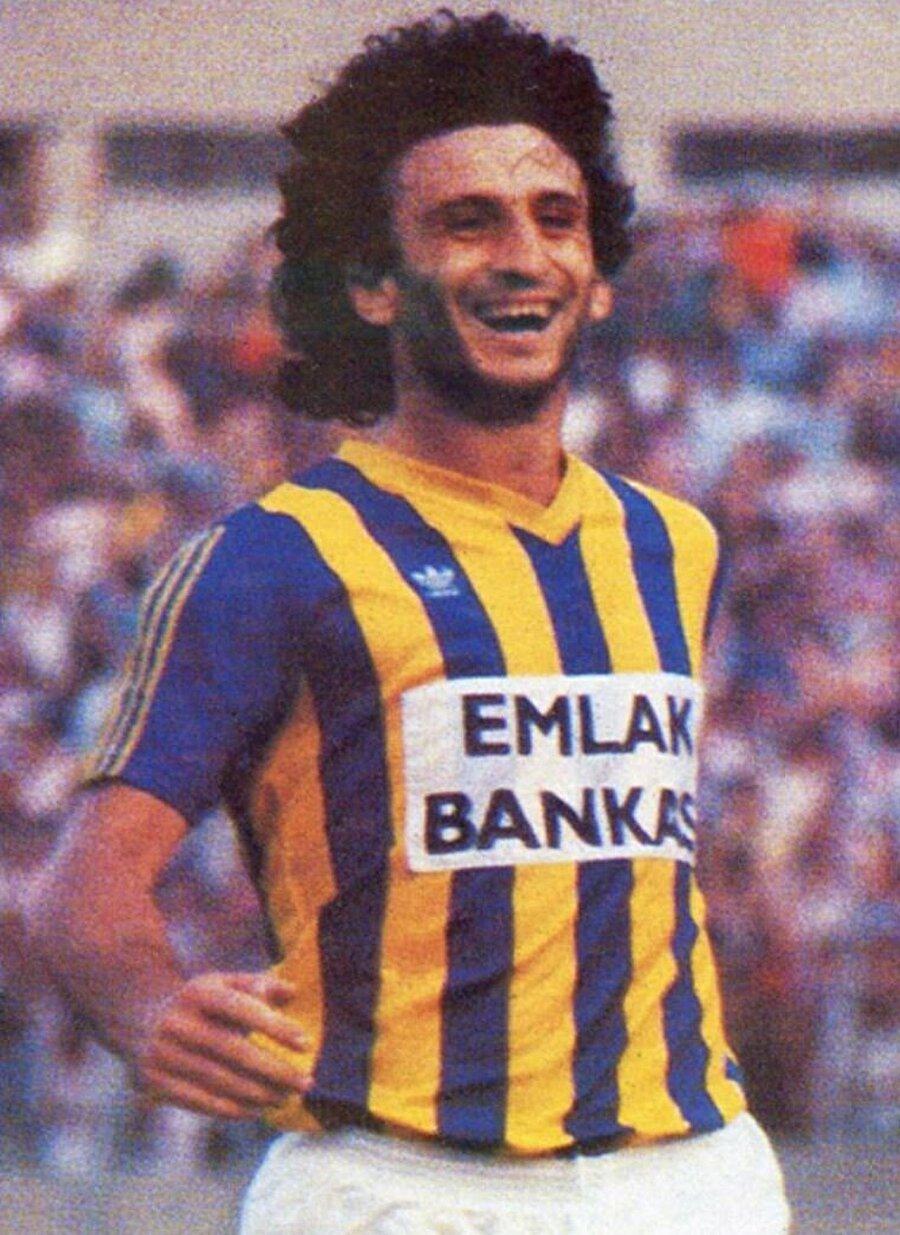 Rambo Hasan lakabıyla tanınan Hasan Özdemir, 1982'de A takıma yükseldi. 1982-1988 yılları arasında Fenerbahçe forması giyen Özdemir, 1982-1983 ve 1984-1985 sezonlarında lig şampiyonluğu başarısı yaşadı.