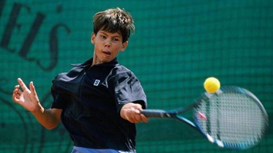 Tam adı Rafael Nadal Parera olan ünlü sporcu 3 Haziran 1986'da İspanya'nın Mallorca kentinde dünyaya geldi.