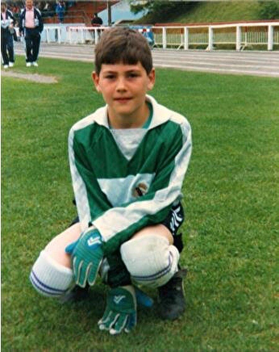 Tam adı Iker Casillas Fernández olan başarılı futbolcu 20 Mayıs 1981'de İspanya'da dünyaya geldi.