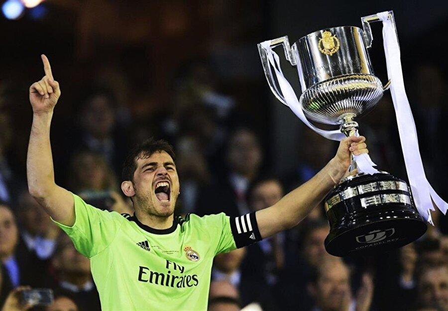 Casillas'lı Real Madrid, La Liga'da 20000-2001, 2002-2003, 2006-2007, 2007-2008 ve 2011-2012 sezonlarında şampiyonluğa ulaştı.