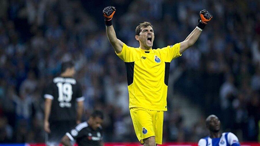 İspanyol file bekçisi 11 Temmuz 2015'te Porto'ya imza attı.