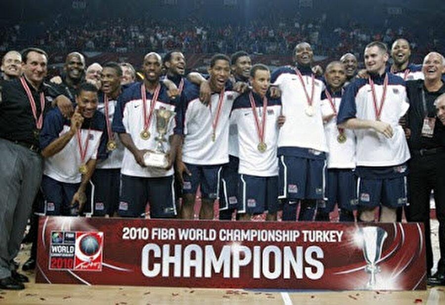 2010 - Dünya Basketbol Şampiyonası                                                                           2010 yılında Abdi İpekçi Spor Salonu milli takımlar seviyesinde en önemli organizasyonun bir parçası oldu. 2010 Dünya Basketbol Şampiyonası süresince; Amerika Birleşik Devletleri, Slovenya, Brezilya, Hırvatistan, İran ve Tunus'un yer aldığı B Grubu maçlarına ev sahipliği yapan salon, ülkemizin final oynadığı bu organizasyonda da yer alarak, bir kez daha önemli takımlarla Türk ve yabancı basketbol severleri buluşturdu.      ABD'nin kadrosunda Kevin Durant, Derrick Rose, Russell Westbrook, Rudy Gay, Andre Iguodala, Stephen Curry, Kevin Love, Lamar Odom gibi isimler vardı.