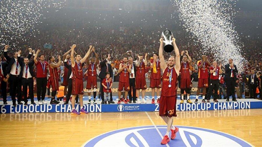 2016 – EuroCup Final Müsabakası                                                                           Avrupa'nın kulüpler bazında en prestijli iki kupasından biri olan EuroCup'ın 2016 final serisinin rövanş müsabakasında Galatasaray, Fransa'nın Strasbourg ekibini mağlup ederek tarihinin ilk EuroCup zaferini elde etti.