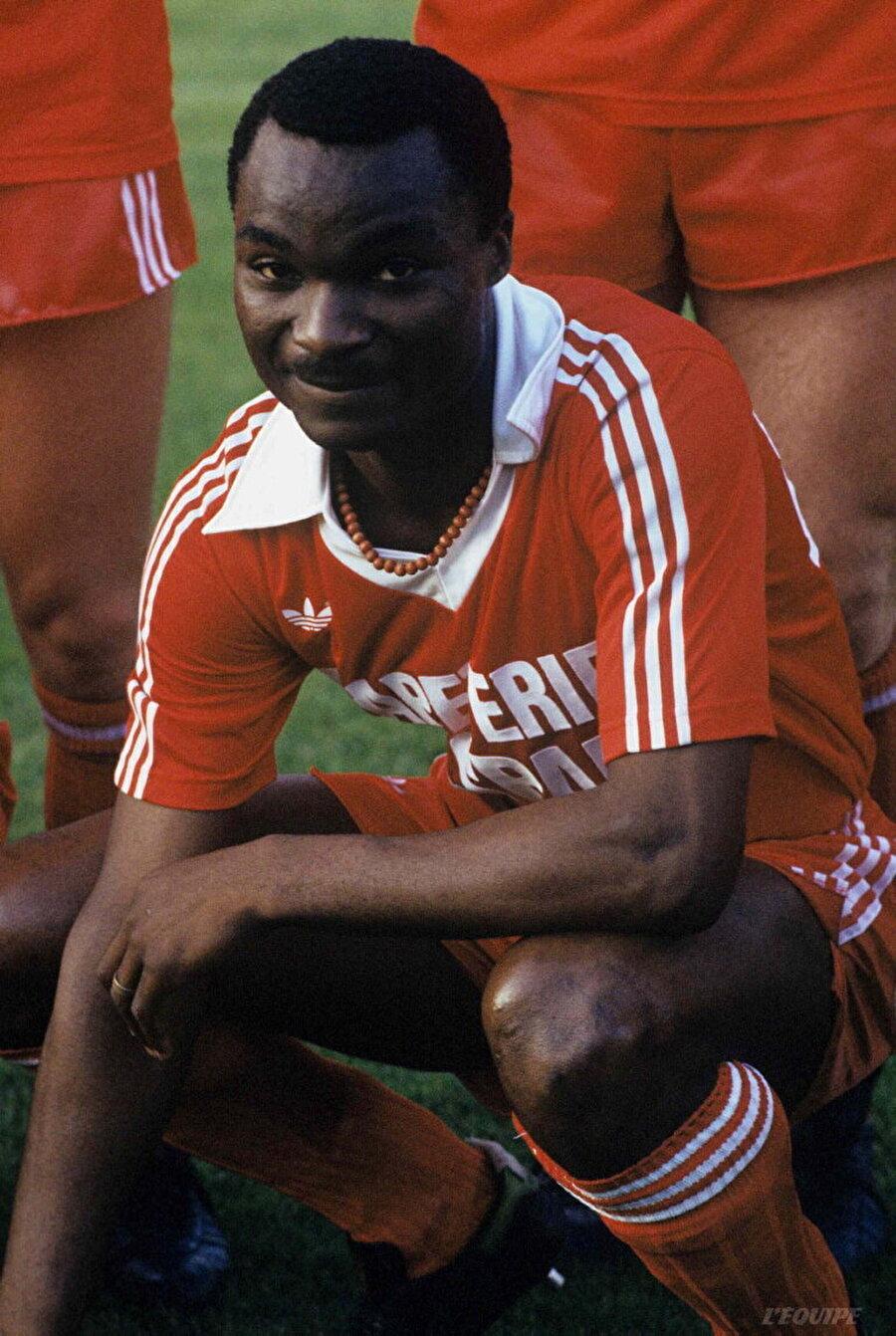 Kamerun ekibi Tonnerre ile 87 maça çıkan Milla, 69 gol atarak Avrupa ekiplerinin dikkatini çekti. Milla, 1977'de Fransız ekibi Valenciennes'e transfer oldu. 25 yaşında Fransa kariyeri başlayan golcü futbolcu uzun yıllar bu ülkede top koşturdu.