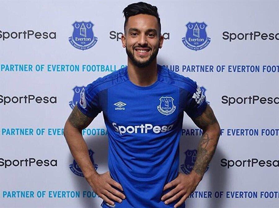 Theo Walcott 28 yaşındaki İngiliz futbolcu Theo Walcott, Arsenal'den Everton'a 22,5 milyon Euro'ya transfer oldu.