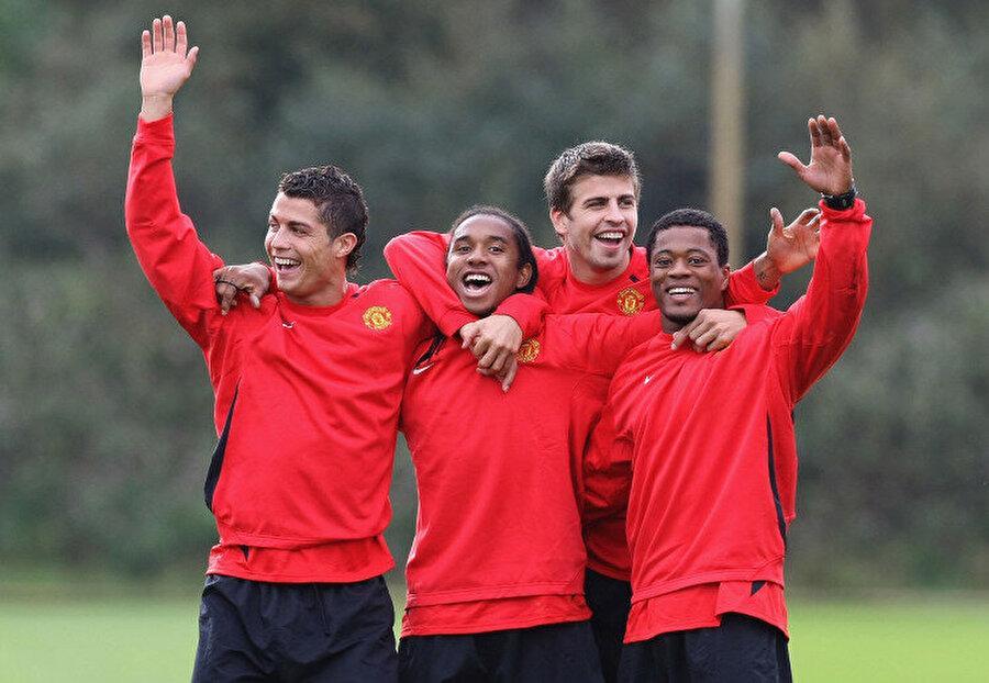 La Masia'dan çıkıp İngiltere'ye adım atan Pique, Alex Ferguson'un en beğendiği isimler arasında yer aldı.