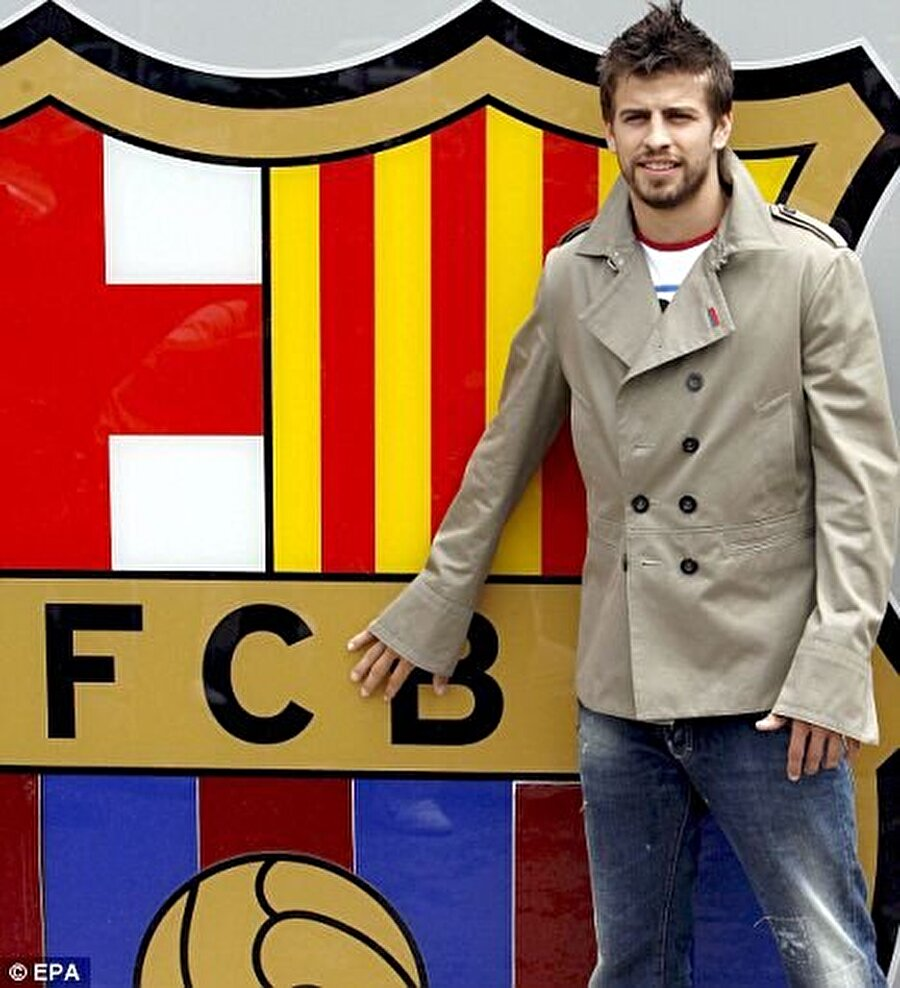 İspanyol futbolcu 2008'de 5 milyon Euro'luk bonservis bedeliyle Barcelona'ya imza attı.