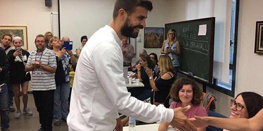 Katalan milliyetçiliği konusunda görüşü son derece net olan Pique, Barcelona'da gerçekleşen birçok miting ve yürüyüşte ön sıralarda yer aldı.