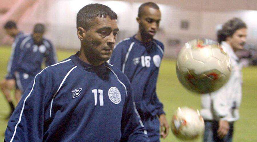 Romario 29 Ocak 1966 doğumlu Romario futbola Olaria altyapısında başladı. Sambacı, Avrupa arenasına 1988'de PSV ile adım attı. 1993-1995 yılları arasında Barcelona'da oynayan Romario, 2003 yılında Katar Ligi takımı Al Sadd'a imza attı.