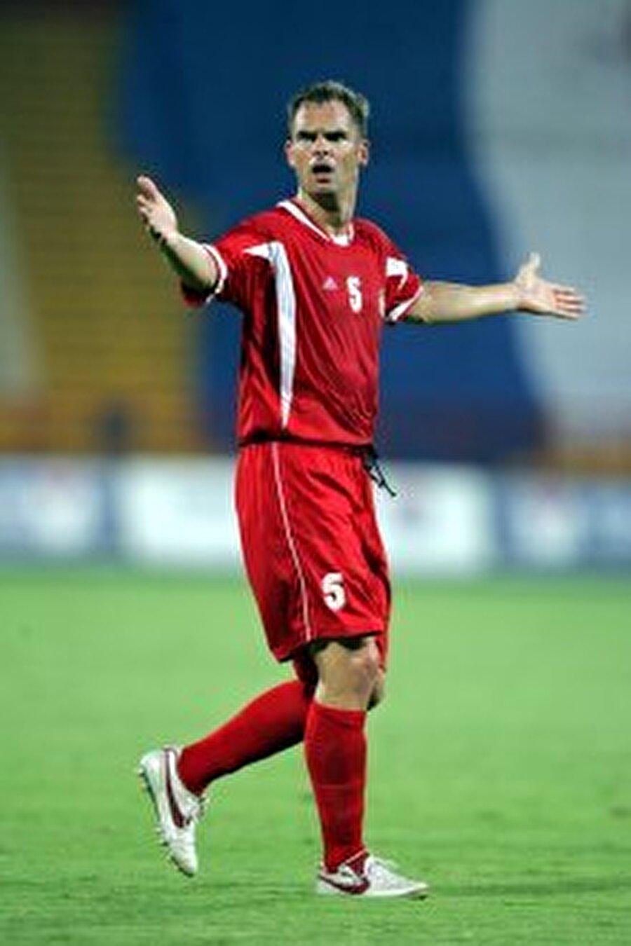 Ronald De Boer Hollandalı futbolcu 2004'te Glasgow Rangers'tan Al Rayyan'a transfer oldu.