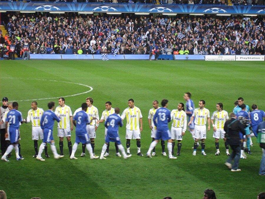 Sarı-lacivertliler çeyrek finalde ise İngiliz devi Chelsea ile eşleşti. Chelsea'yi ilk maçta İstanbul'da 2-1 mağlup eden Fenerbahçe deplasmanda 2-0 yenildi.  Bu sonuçla Fenerbahçe, Devler Ligi'ne veda etti.