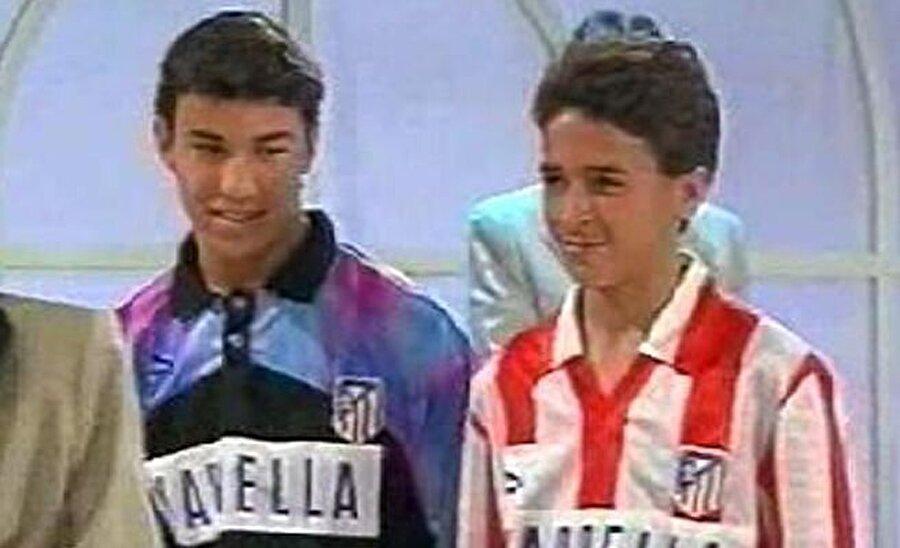 Raul Gonzalez Blanco, 27 Haziran 1977'de dünyaya geldi. Küçük yaşlarda meşin yuvarlağın peşinde koşmaya başlayan Raul, sol ayağını kullanışıyla kısa sürede dikkatleri üzerine çekti. 1987'de San Cristóbal de los Ángele'da futbola başlayan Raul ardından Atletico Madrid altyapısına transfer oldu.