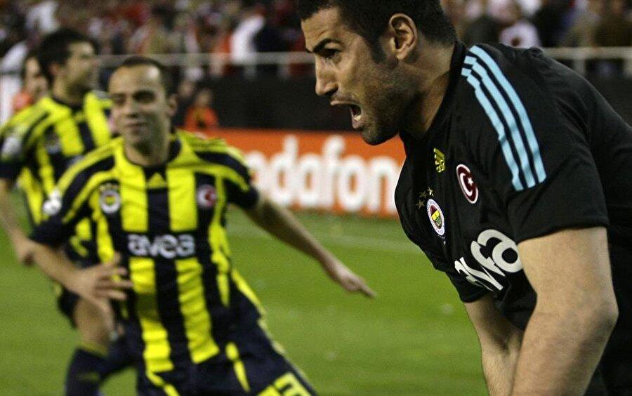 Takvimler 4 Mart 2008'i gösterdiğinde iki ekip Ramon Sanchez Pizjuan 'da karşı karşıya geldi. Maçın henüz 5. dakikasında Dani Alves ev sahibi ekibi 1-0 öne geçirdi. 9. dakikada ise Seydou Keita skoru 2-0'a getirdi. Peş peşe gelen iki gol Fenerbahçeli taraftarları adeta yıktı.