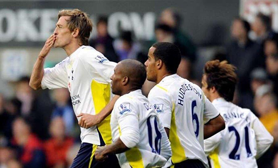 Crouch 10 yaşındayken Brentford altyapısında top koşturmaya başladı. 1995'te Tottenham altyapısına transfer olan Crouch, 1998'de A Takıma yükseldi.