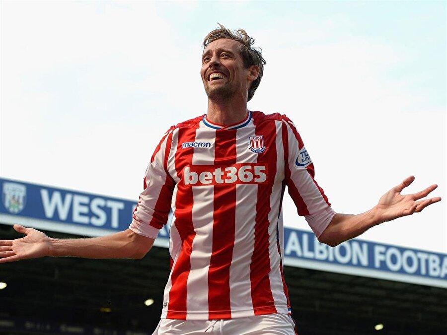 Stoke City forması altında şimdiye kadar 225 maça çıkan Crouch 57 gol atıp 26 asist yaptı.