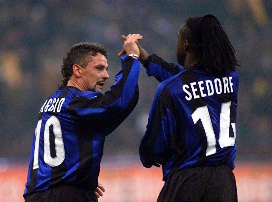 Seedorf 1 Ocak 2000'de Inter'e imza attı. Yetenekli futbolcu İtalya'ya 24,5 milyon Euro'luk bonservis bedeliyle adım attı.
