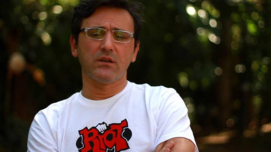 Murat Kosova                                      Football Manager serisi, League of Legends.