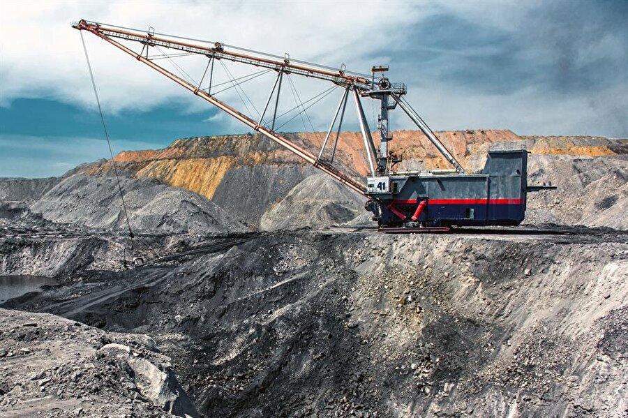 Madencilik 2018 yılı itibariyle yerli kömür üretimi ve santral yapımına yönelik özel bir teşvik paketi hazırlığında olunduğu ilan edilince sektörde hareketlenme başladı. Yaklaşık 35 – 40 milyon tonluk kömür ithalatını azaltmaya yönelik bu girişim, sektörde yeni yatırım ve işbirliklerinin kapısını aralamış oldu. Ülkemiz rezerv ve üretim miktarları açısından linyitte dünya ölçeğinde orta düzeyde, taşkömüründe ise alt dü- zeyde değerlendiriliyor. 2015 yılı sonu itibariyle 126,9 milyon ton eşdeğer petrol (MTEP) olan ülkemizin toplam birincil enerji tüketiminde kömürün payı payı 27,3'dür. 2016 yılı sonu itibariyle ömüre dayalı santral kurulu gücü 17.316 MW ve toplam kurulu gücün yüzde 22,1'ine karşılık geliyor. Görüldüğü gibi elektrik üretiminde linyit Türkiye için önemli bir yer alıyor.
