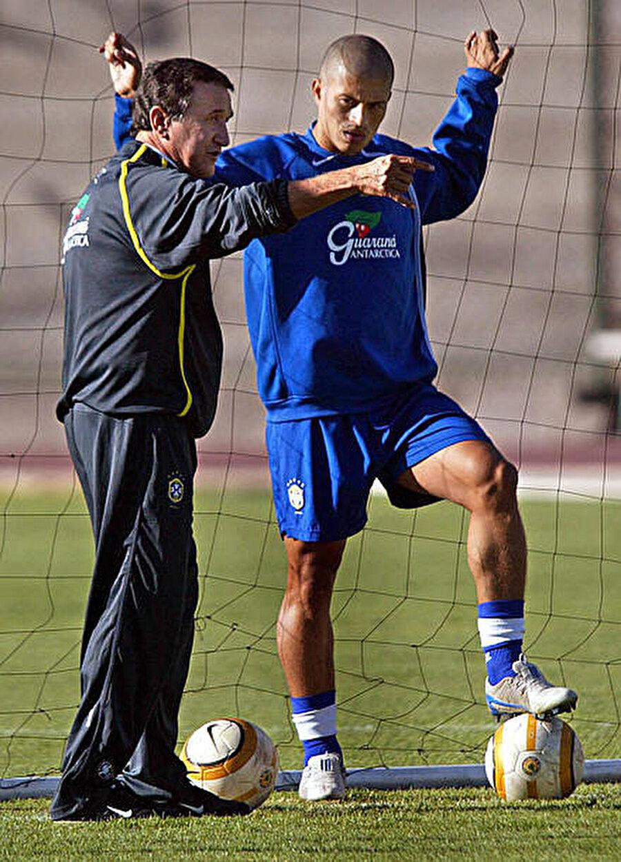 Ancak Parreira hiçbir zaman Fenerbahçe'ye olan sevgisini yitirmedi. Ünlü teknik adam Fenerbahçe'nin transfer listesinde yer alan birçok Brezilyalı'nın Türkiye'ye gelmesini sağladı.