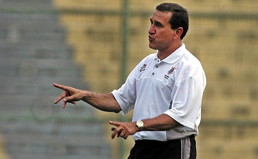 Ünlü teknik adam 2002'de ise Corinthians ile Brezilya Kupası'nı kaldırdı.