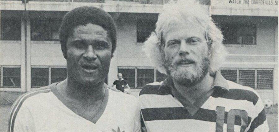 1975 yılında Benfica'dan ayrılan Eusebio sırasıyla Boston Minutemen, Monterrey, Beira-Mar, Toronto Metros-Croatia, Las Vegas Quicksilver, União Tomar ve New Jersey Americans formaları giydi.