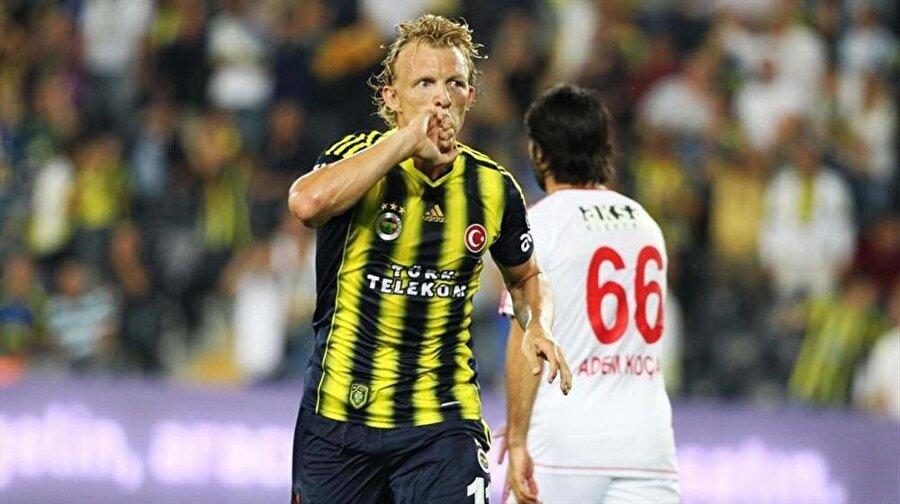 Premier Lig'de senelerce top koşturan hayatındaki ilk lig şampiyonluğunu Fenerbahçe'de yaşadı.