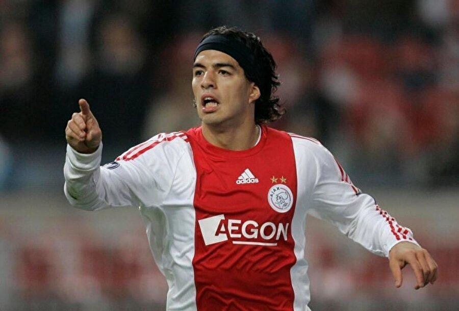 Suarez, 2007'de 7.5 milyon Euro'ya Ajax'a transfer oldu.