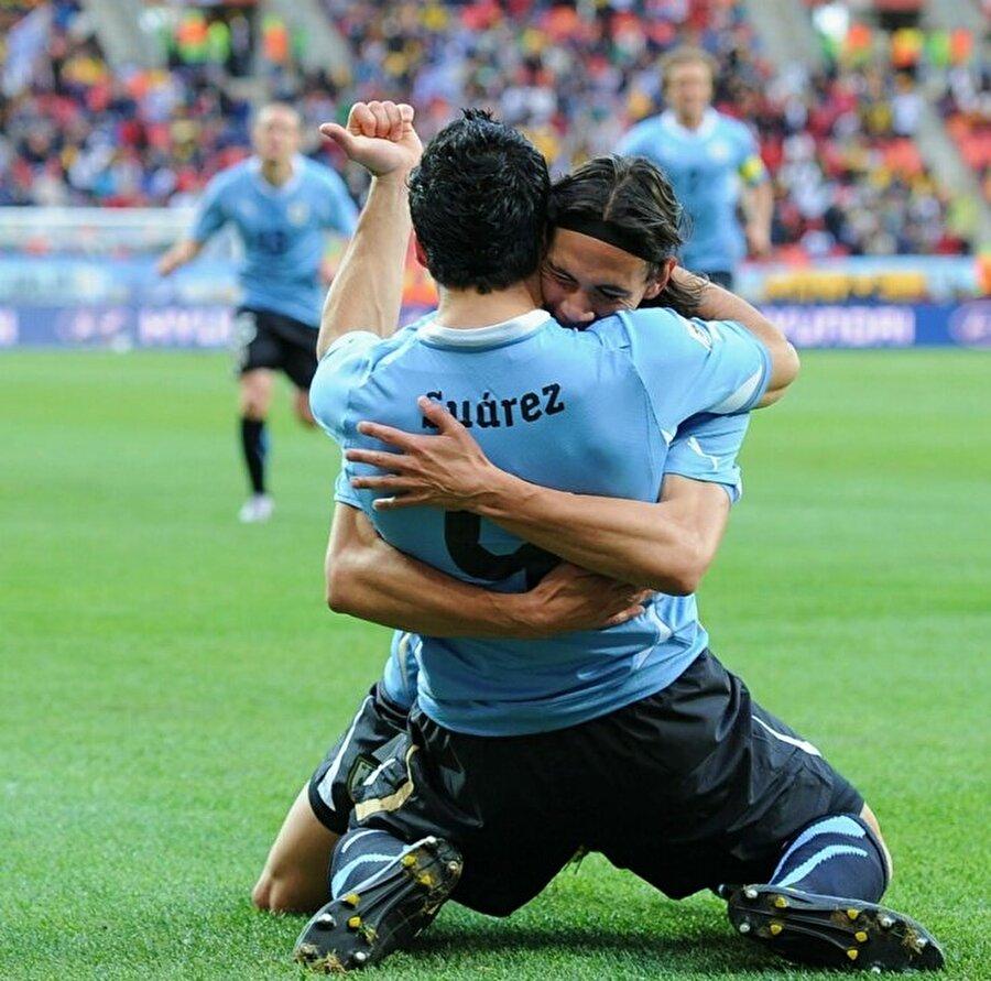 Suarez, Uruguay Milli Takımı ile birlikte 2011'de Copa Amerika'yı kazandı.