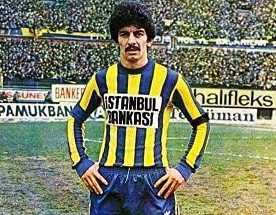 Ersaslan profesyonel kariyerine İstanbulspor'da adım attı. Eratlı yıllar önce verdiği bir röportajda İstanbulspor'a transferini şu sözlerle anlattı:Eski İstanbulspor santrforu İbrahim Toker, Cerrahpaşalıydı. Beni o götürdü İstanbulspor'a. Neredeyse Tekirdağspor'a gidiyordum. Onlara karşı oynadığım iki lig maçında da gol atmıştım. Bana transfer teklif ettiler. 30 bin lira vermeyi teklif ettiler ki, o zaman daha amatördüm. Çok iyi paraydı. Ben o sene Galatasaray Kimya Fakültesi gece bölümüne girmiştim. Okulun yıllığı 3.000 liraydı ve beş yıllık bir okuldu. Yani toplam okul parası 15 bin lira yapıyordu. Benim bu parayı bulmam lazım, ailemden bu parayı verecek kimse yok, memur çocuğuyduk. Ben o teklifi kabul ettim.